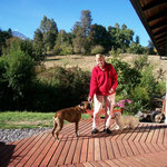Truus Saler in ihrem Paradies. Am Horizont der Vulkan Villarrica