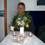 Weihnachten im Reisemobil, wie gewohnt mit Kerzen und Schöggeli.