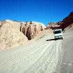 Im Valle de Muerte (Todestal) gibt es Velofahrer die die Stecke aufwärts fahren oder eher schieben.