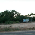 Unser erster Übernachtungsplatz im Chaco von Paraguay. Vor einer Estancia die Holstein heisst