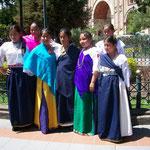 Equadorianische Trachtenmädchen