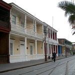 Die Fussgängerzone von Iquique ist sehr grosszügig. Überall hat es restaurierten Kolonialbauten.