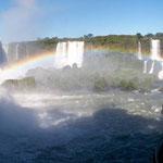 Auf der basilianischen Seite kommt man nahe an die Wasserfälle von Iguazu