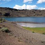 Unten im Krater von Laguna Azul, ist es nicht so windig.