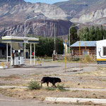 Solche kleine Tankstellen gibt es in kleinsten Ortschaften