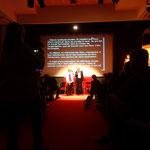 Crédit photo Guy KINZIGER. Une séance de projection avec notre présentateur François Laperou et la traduction simultanée pour les personnes sourdes