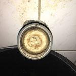 Verstopftes Abflussrohr durch Urinstein