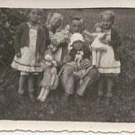 Johann Lanthaler mit seinen Kindern Maria, Klara, Anna und Hans