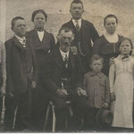 Johann Lanthaler mit seinen Kindern Maria, Aloisia, Anna, Josef, Johanna, Johann, Franziska ud Karl