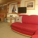 Wohnküche, wunderschöne Couch - Haus Achner - Wallgau in der Alpenwelt Karwendel
