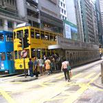 2階建ての路面電車もある、風情あっていいよ、これで香港島の海へ