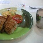 これはポークチョップとトーストのSET、朝からガッツリw