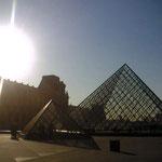ルーブル美術館のピラミット、ルーブルは素晴らしいので必見ですが、あまりにデカイので覚悟してどうぞw