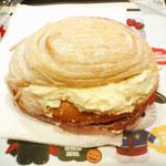 持ち込みのパンwマナー違反w適当な場所がなかったのでwクロッテッドクリームが美味しい