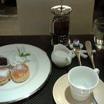 モールの中のカフェでイギリス風のお茶タイムね、スコーンとお紅茶で優雅気分w