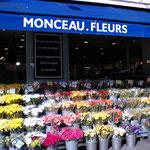 ここの花屋は新鮮でお手頃価格、ラッピングもサービスなのでオススメヨ♪