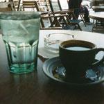 これがグリークコーヒーね、泥のような感じだが、慣れると美味しい、カフェで何時間もまったり気分