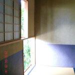 ここがお茶室入り口ね、いいお天気でした、光がきれい