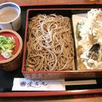 これは愛宕庵の天ぷらおろし蕎麦ね、辛味大根がさっぱりして美味しい、そば湯もついてる、今度は愛宕丼食べてみたいねw