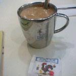 香港のカフェのモーニングのコーヒーね、冷房効きすぎでサブイw
