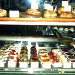 ここはダウンタウンのパティスリー、フランスのお菓子は濃厚でウマイ♥