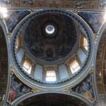 セントマリアマッジョーレ協会の丸天井、絵画が素晴らしい