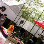 色々な茶道の流派がそれぞれブースを出しお茶席が楽しめます、和菓子付きw