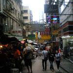 香港は人だらけ、活気がありアグレッシブ、世界中からビジネスと観光で人が来るからね