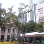 香港の街は活気がありエネルギッシュね
