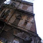 ローマの街の建物、何故かかけてる不思議w