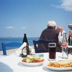 これはクレタの港のタベルナのパスタ、ギリシァはパスタが基本ウドンでマズイが、ここは麺はウドンだが味はいい