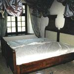 Restauriertes Bett Herzogin-Suite Burg Wernberg