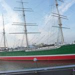 Ein Segelschiff im Hafen
