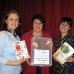 Elke, Gitti und Isabella verabschiedeten unser Buch!