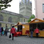 Markthütten in historischer Umgebung