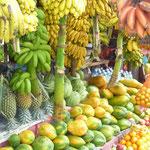 露店で売られているフルーツ