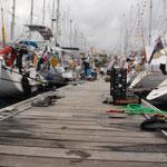 Unser Steg - der beste Platz in der Marina - mittendrin statt nur dabei...