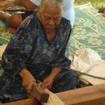 Pergamentherstellung in Tonga