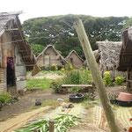 Das Dorf bei Port Resolution besteht aus diesen Holzhütten