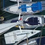 minimal kleiner Steg in Vuda Point Marina (rechts vom Schiff)