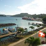 Die Bucht in Neiafu mit Schweizer Flagge ...