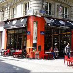 key2paris neighborhood: café noir rue Montmartre