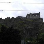 Edinburgh Castle auf dem Berg inmitten der Stadt