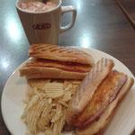 Leckerer Mittagssnack & ein heißer Kakao mit Marshmallows