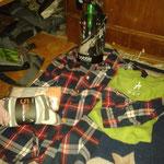 Meine Errungenschaften: ein grünes Shirt, eine Karobluse, die Wasserflasche sowie Socken & Unterwäsche :-D
