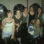 Party-Crew, mit den Mädels aus Inverness