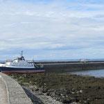 Die Fähre von Doolin zu den Arran Islands legt am Ballyvaughan Pier an