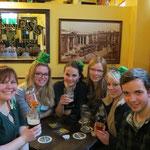 Mit Teresa, Katharina, Gesa, Lisa und Niklas im Pub :-)