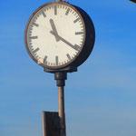 """1.  22.10.2013. Start: Schiffseinstieg am Schiffsanleger _Landungsbrücken_ Rechts im Hintergrund das markante """"Gorch-Fock-Haus"""" oberhalb des Fischmarkts."""