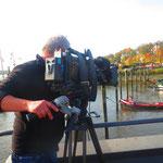 """10.  NDR-Filmdreh am Museumshafen """"Neumühlen/Övelgönne"""". Direkt am Schiffsanleger ist der Museumshafen ein Liegeplatz für Museums- und Traditionsschiffe."""